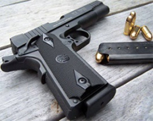 strelba-iz-pistoleta-Golt